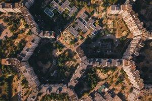 Самые необычные дома Киева: дом-змея и дворы-соты